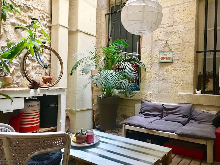 Appartement avec patio plein centre historique for Appartement avec patio