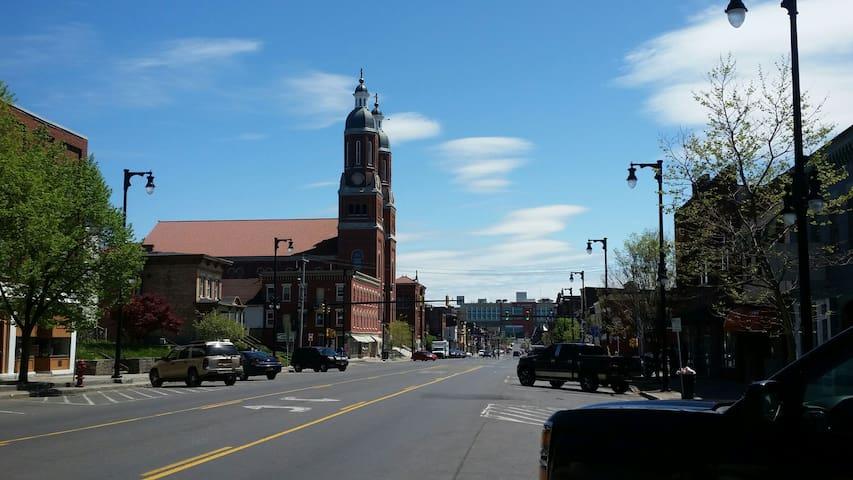North Salina Street South View