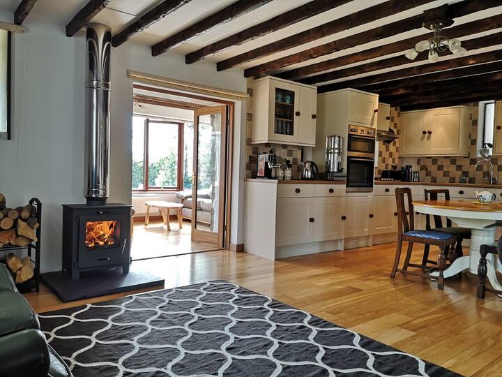 Sea view stone barn- Cosy and comfortable