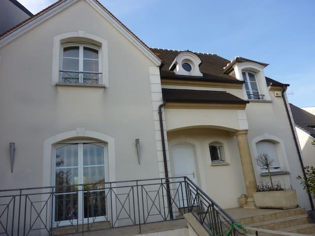 Maison familiale & cosy, Est de Paris, au pied RER - Bry-sur-Marne