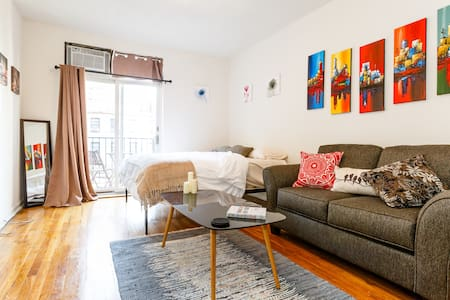 NEW Cozy Chelsea Studio w/ Private Balcony - Nueva York - Departamento