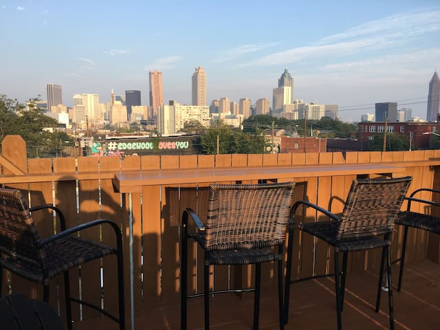 O4W Loft with Downtown View from private deck