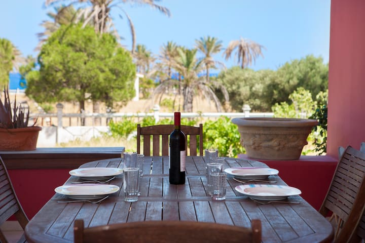The Red Villa - Beach Front, Sunny & Deluxe Villa - Kiotari - Villa