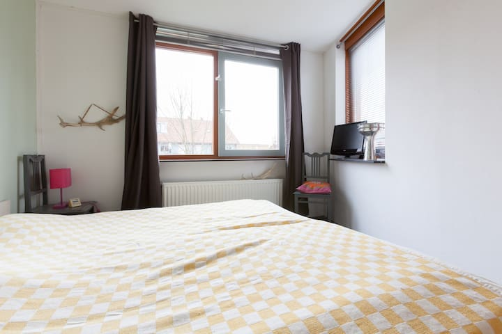 Bright double room in quiet street  - Nijmegen - Dům