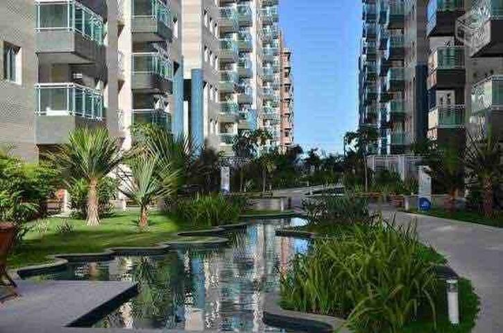 Excelente apartamento em condomínio na beira mar