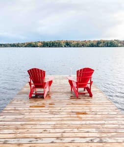 Four Seasons Lakefront Farmhouse in Bala Muskoka