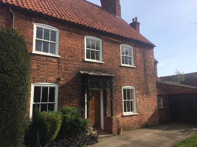 Beautiful farmhouse to enjoy - Nottinghamshire - Talo