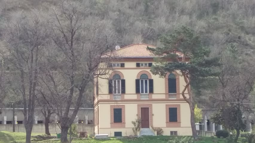Mansarda nella villa - Villanova d'Albenga - 公寓