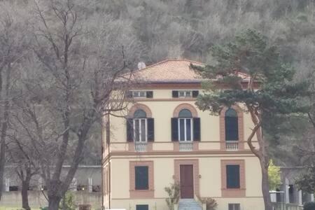 Mansarda nella villa - Villanova d'Albenga - Lejlighed