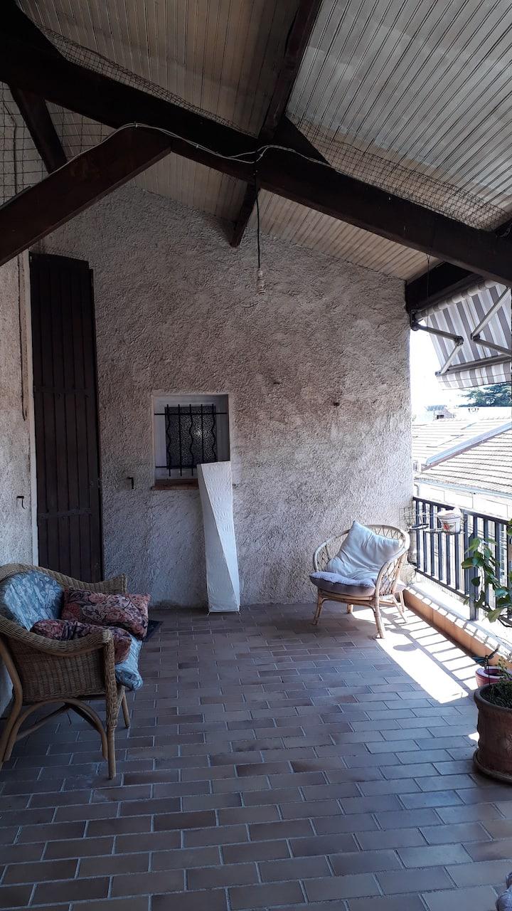 Chambre sur terrasse, premier étage d une maison