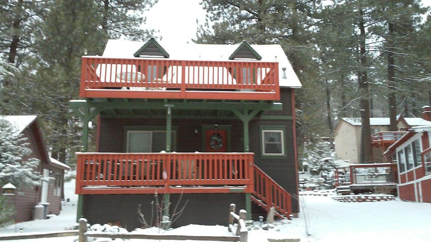 Cabin In Picturesque Lake Community - Green Valley Lake