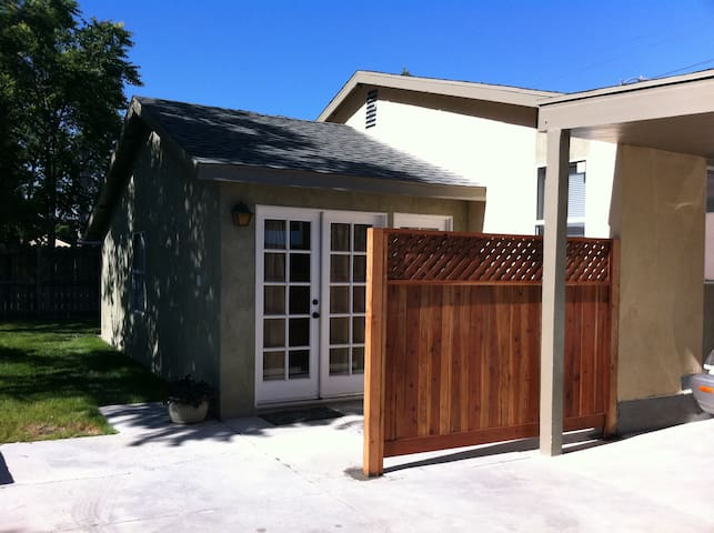 Woodland Hills clean and private - Los Angeles
