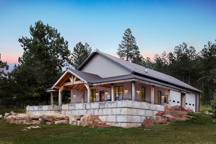 Crazy Horse Cabin   One Of A Kind Hand Crafted Cabin