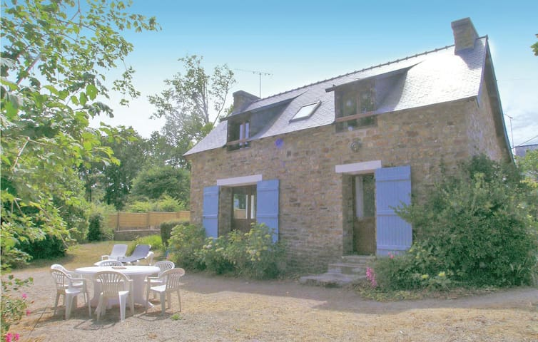 Holiday cottage with 4 bedrooms on 110 m² in Nevez