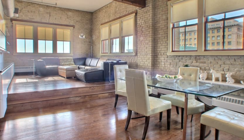 Historical Urban Downtown Loft - Exchange District