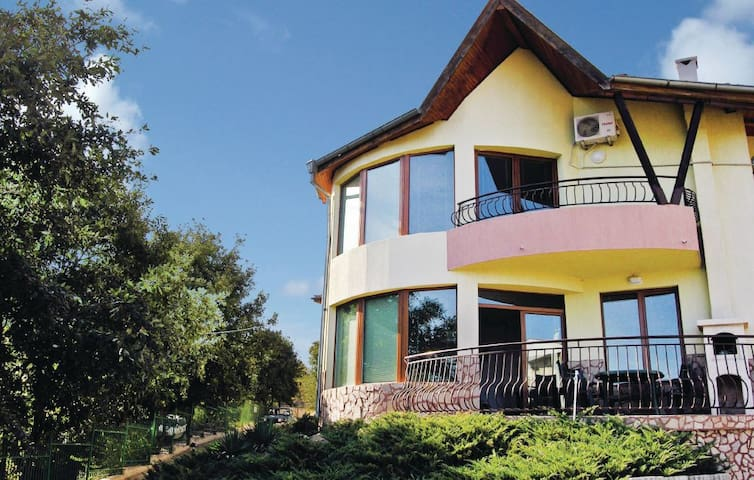 Sea view Villa in st Constantin and Helena 2