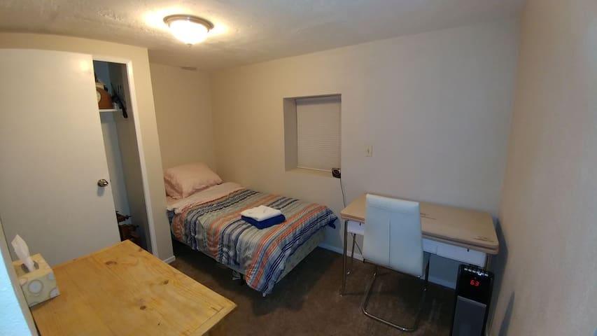 Cozy Little Apartment (sleeps 1) - Ridgecrest