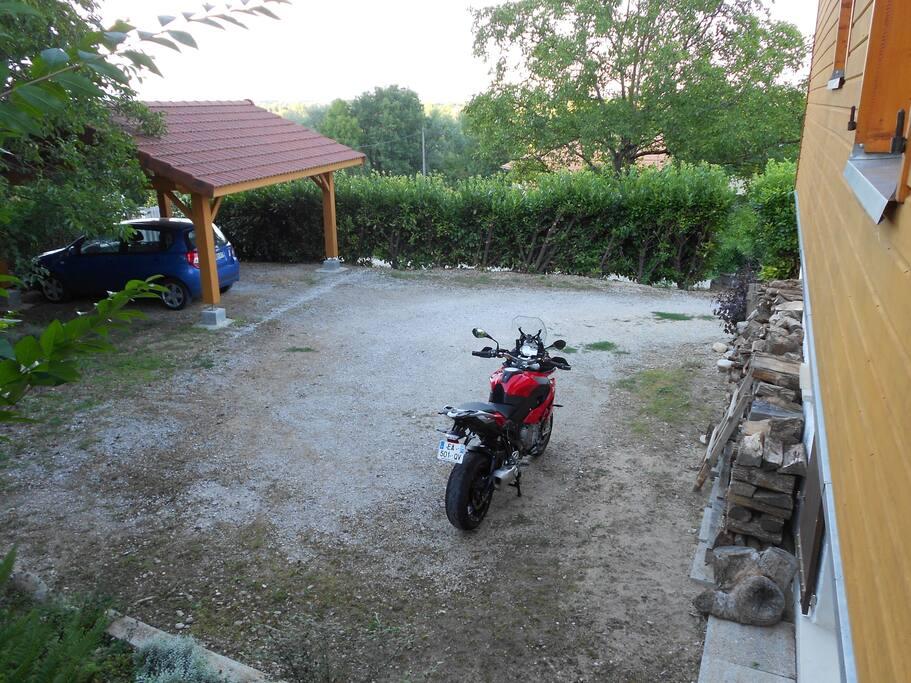 parking derrière maison, vu depuis notre terrasse