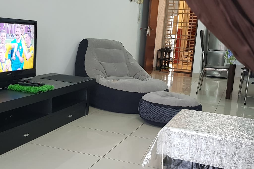 Living Room-HD Local Channels TV & Relax Chair