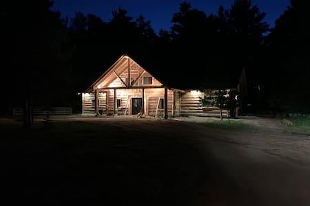 Whistling Pines @ DOJO Log Retreat: Sleeps 10