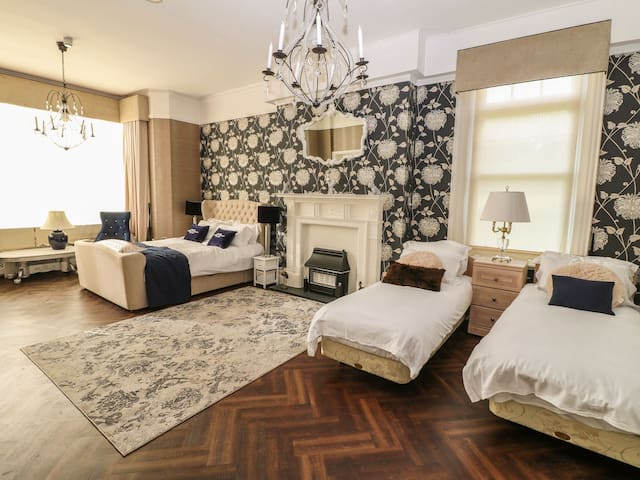 Family Room at Peak Manor