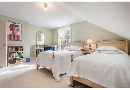 Bright Lakeview Room near Cambridge - Arlington - Σπίτι