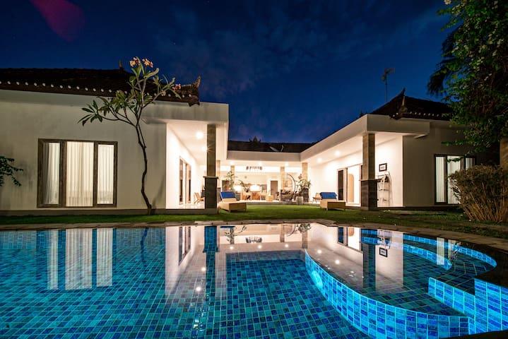 Cozy & Stylish Villa Sezanne | Oberoi | Seminyak