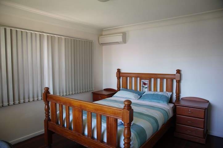 4 bedroom house in Sunnybank