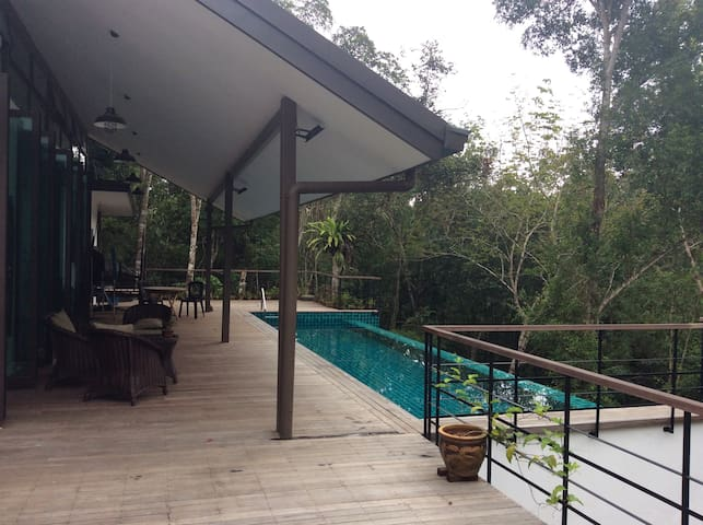 Boyan Heights Rainforest Homestay Deluxe Room 1