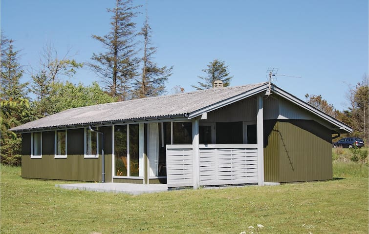 Holiday cottage with 3 bedrooms on 53m² in Løkken
