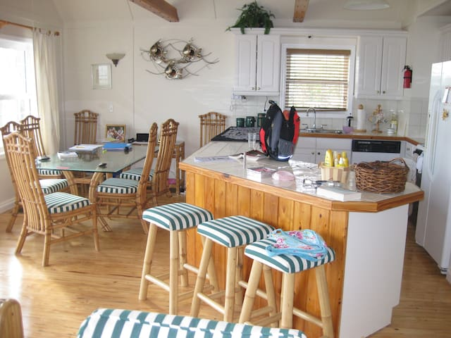 Pretty 3 bedroom cottage - Green Turtle Cay, Abaco - Green Turtle Cay - Dům