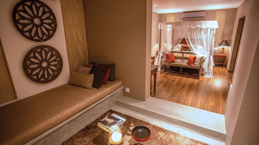 Room 2: Flame Colonial Suite