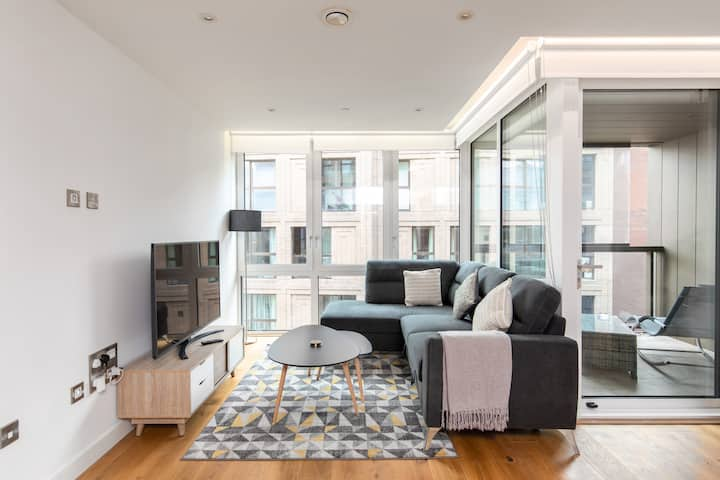 Executive Apt Near Westminster With Parking & Gym