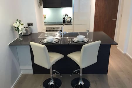 Luxury one bed with Private Parking - Richmond - Lakás