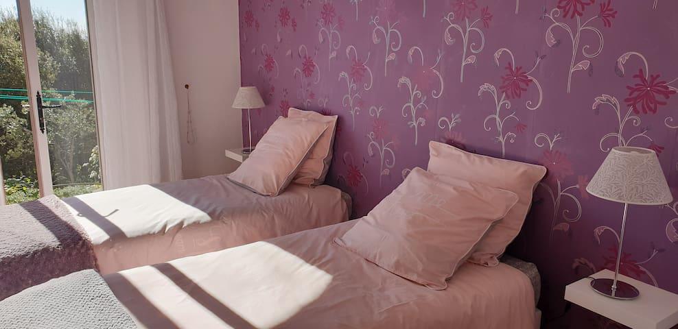 Chambre n° 3 avec 3 lits en 90