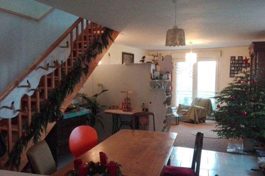 View from the kitchen into the living room (probably without Christmas decoration during summer rental ;-))