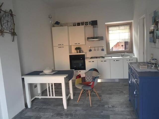 Strada Facendo: due camere con bagni e cucina - Centallo