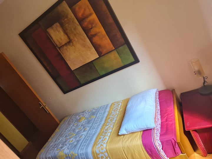 Private room TWO beds OVIEDO near mall and bars