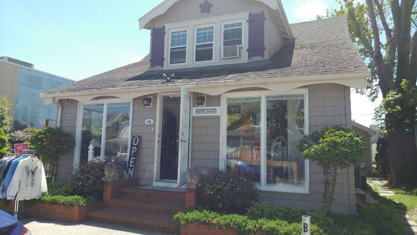 Charming Quaint Pet Friendly Apt Downtown Rehoboth