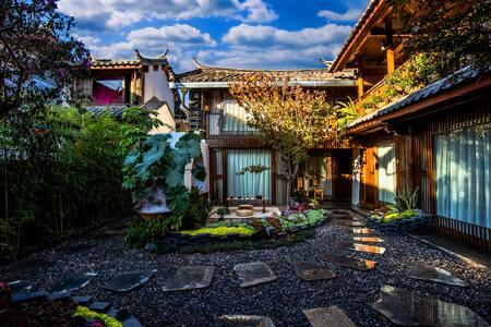 丽江古城--花园民宿3居可住6人(两个大床房一个标准间)近大冰的小屋.可洗衣做饭免费定制旅行攻略