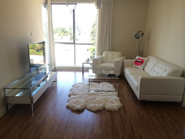 Modern 1.5 bed apt, great location! - Los Angeles - Apartment