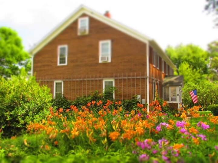 Buh Schloss - An Amana Colonies B&B - Lilac Room