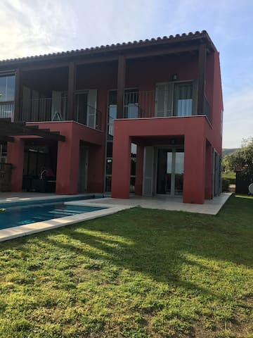 Modern house on  Golf/Belle maison golf privé. - Mont-roig del Camp - Rumah