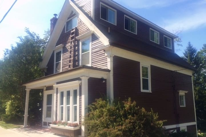 HISTORIC WOLFVILLE HOME AWAY FROM HOME