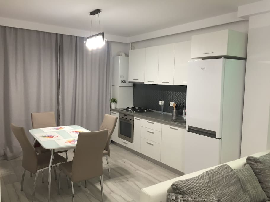 Fully equipped kitchen equipped for 4 people with a dining table
