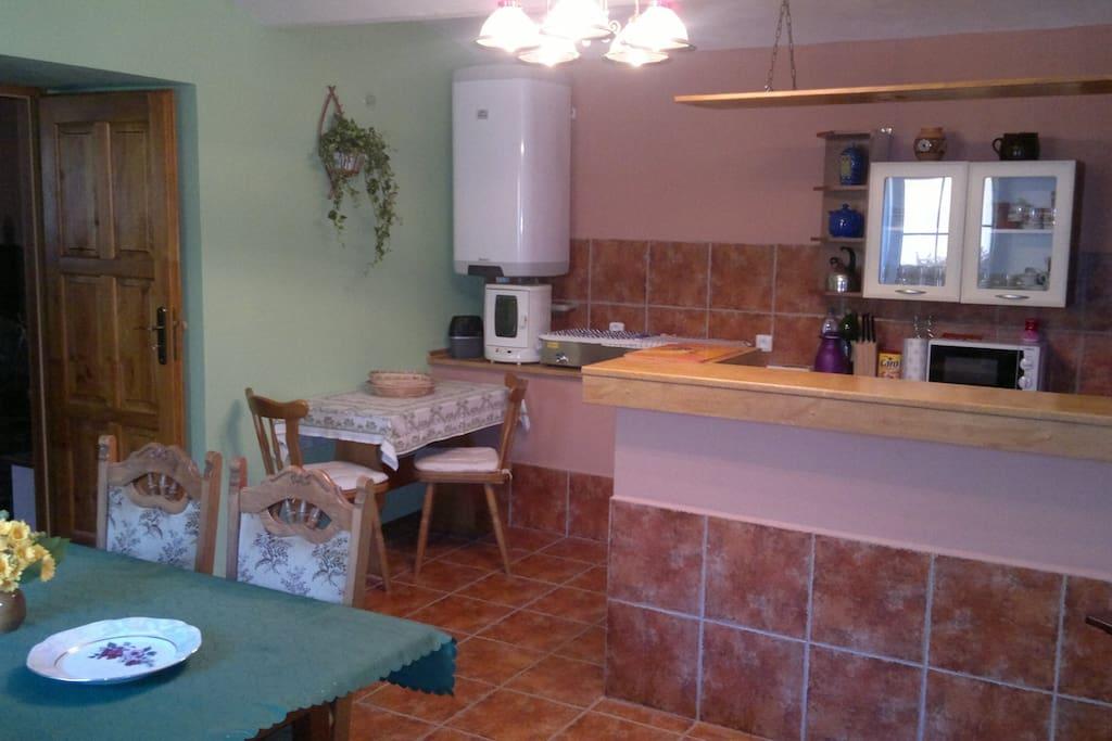 Kuchyňka s jídelnou v přízemí