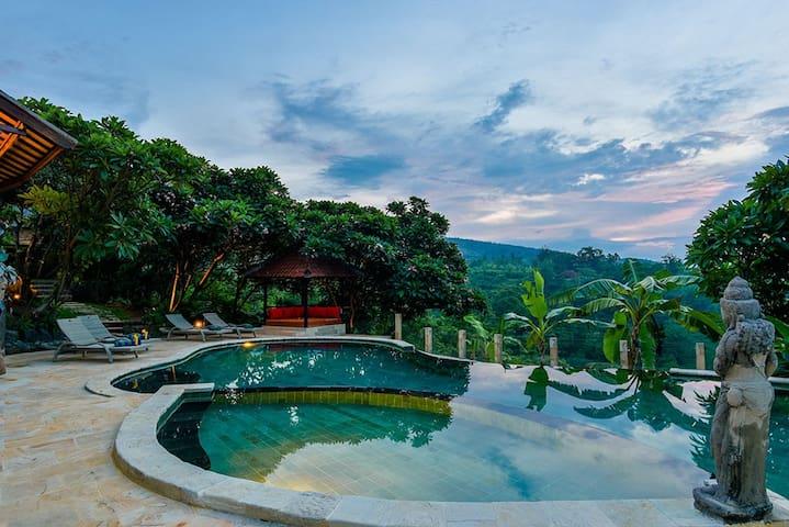Amazing, Gorgeous & Fully Private Hillside Villa