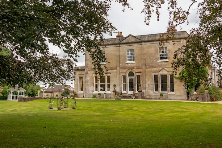 The Manor Luxury Country House with Pool & Hot-tub