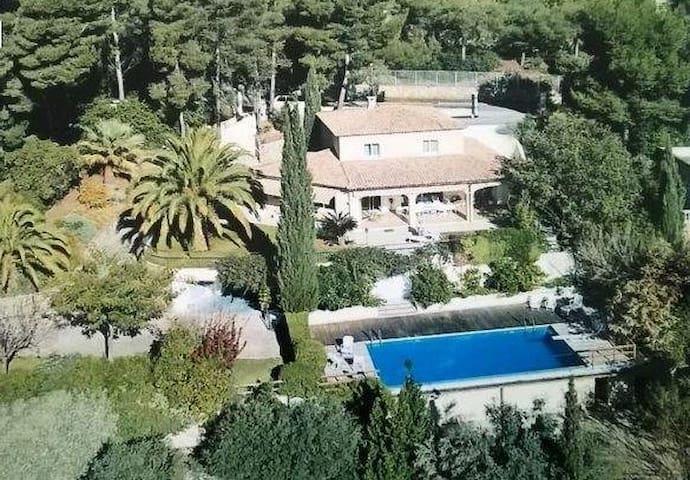 Maison lumineuse, calme, piscine, vue mer - La Valette-du-Var - Huvila