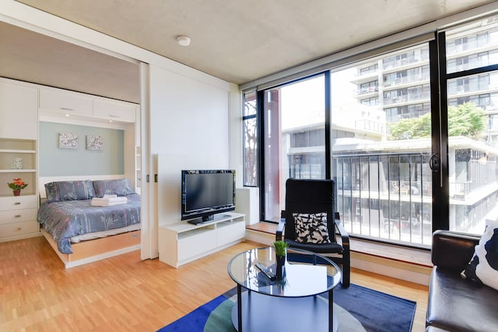 Great Location! Cozy 1 BR in the heart of Gastown
